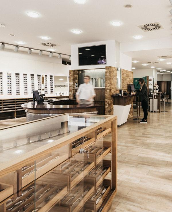 Innenansicht Geschäft von Optik Neuroth in Graz